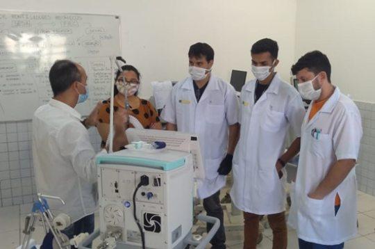 Equipe do Senai se qualifica para fazer a manutenção de respiradores importados