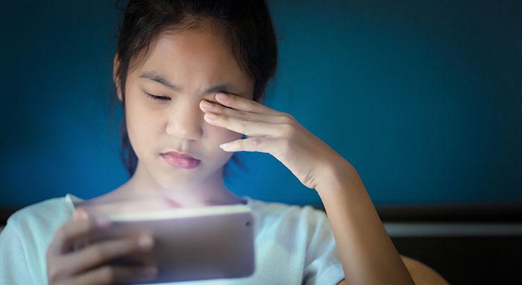Saiba como se proteger da luz azul dos dispositivos eletrônicos