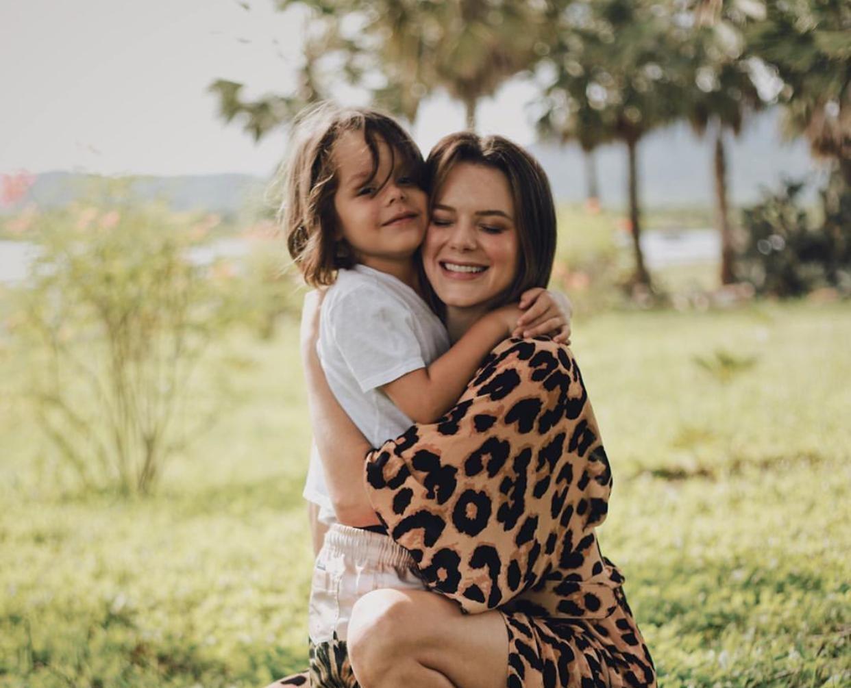 Bento e Paulinha Sampaio brilham na campanha de Dia das Mães do RioMar Fortaleza