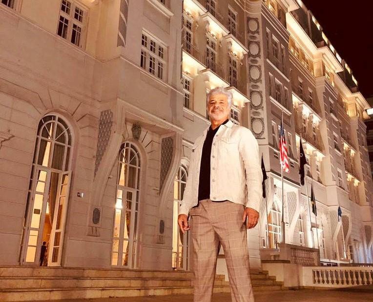 Lulu Santos vai embalar a noite dos namorados diretamente do Copacabana Palace