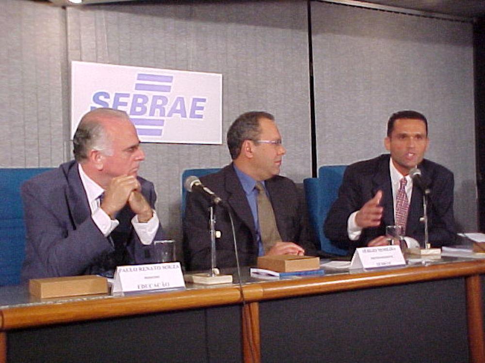 2001 Com Ministro Paulo Renato E O Pr Do Sebrae Nacional Sérgio Moreira, Por Ocasião Do Protocolo De Intenções Para O Programa Empreendente