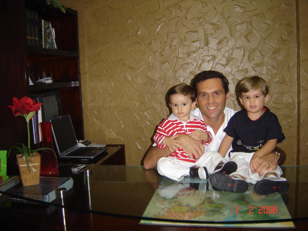 2006 Com Os Filhos Iago E Caique, No Escritório Da Sua Empresa Ultradata Participações
