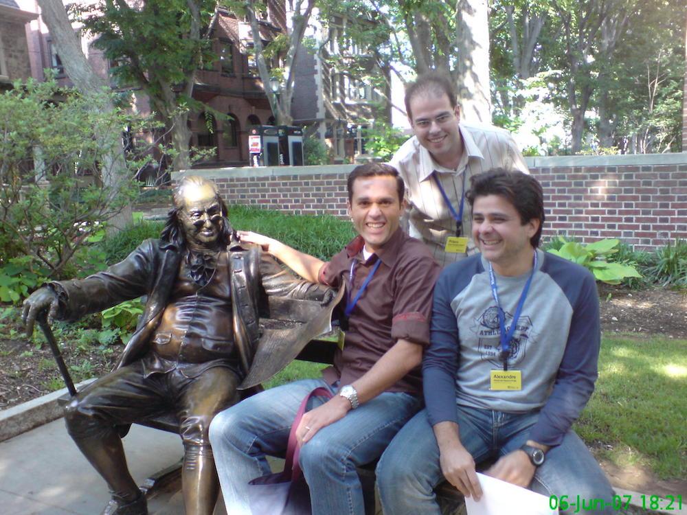 2007 Na Wharton School Da Universidade Da Pensilvania, Ao Lado Da Famosa Estátua De Benjamin Franklin, Com O Senador Suplente Prisco Bezerra E O Empresário Alexandre Frota