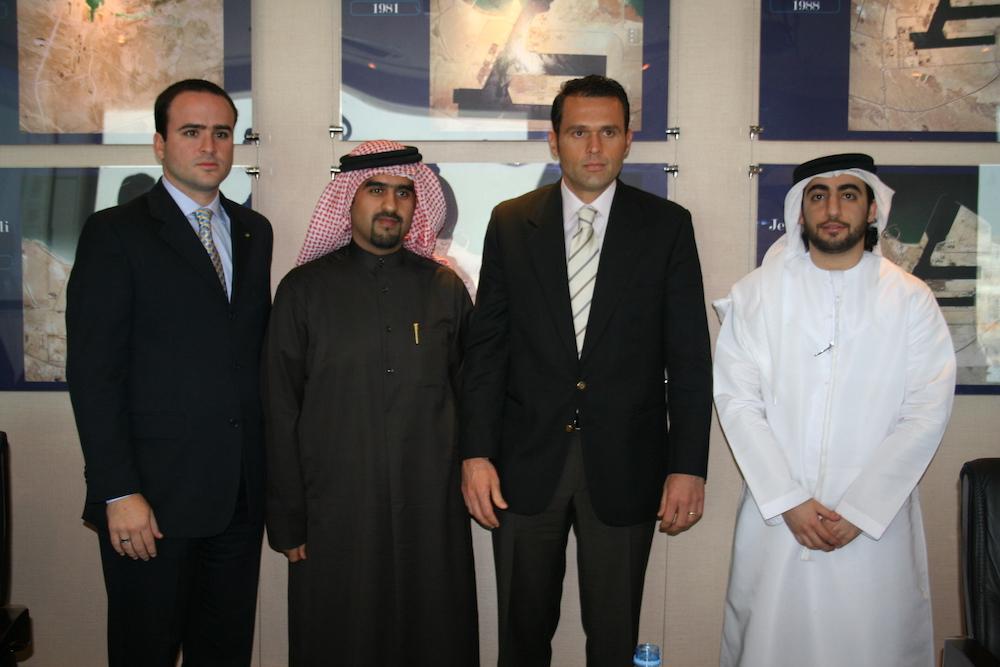 2008 Em Missão Empresarial Para Os Emirados Árabes, Com Líderes Da Jebel Ali Free Zone (jafza), Ao Lado Do Empresário Pedro Fiúza 2008 02 04 04 45 07 Dubaijafza Port