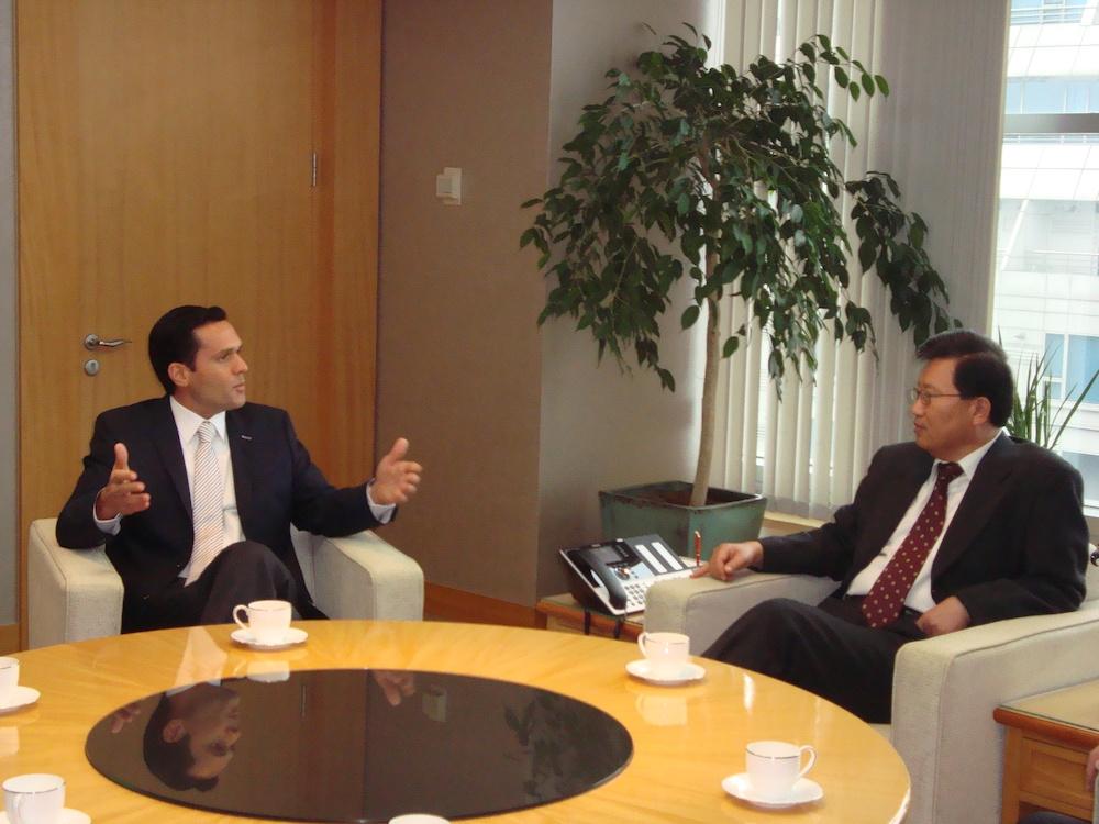 2010 Na Sede Da Donkuk Na Coréia Do Sul, Com O Presidente Do Conselho Da Donkuk Sae Wook Chang