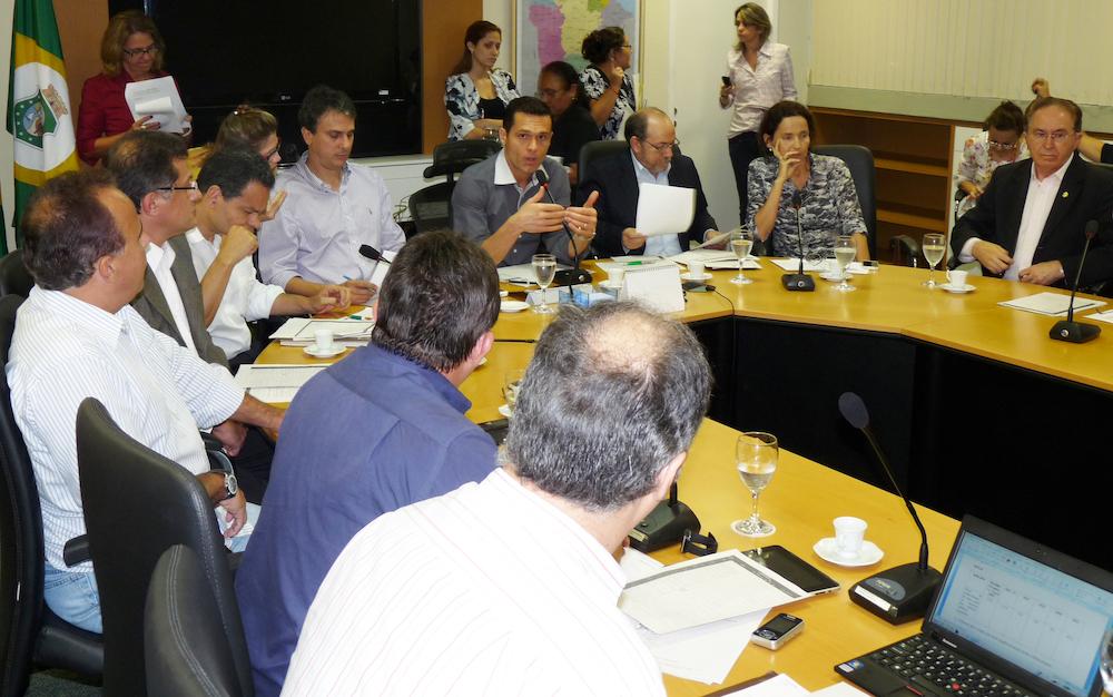 2012 Com Os Então Secretários Camilo Santana, Izolda Cela, Fernando Oliveira, João Melo, Paulo Henrique Lustosa E Arruda Bastos, Em Reunião Na Seplag