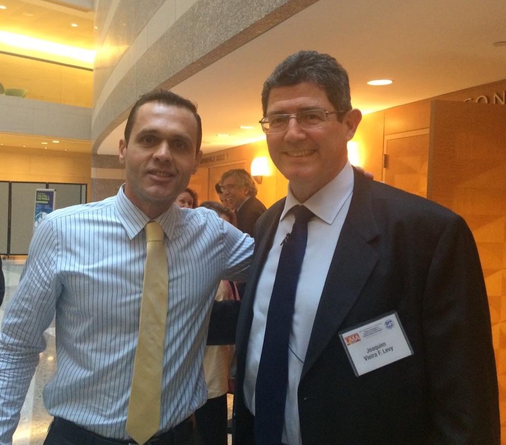 2015 Com O Então Ministro Da Fazenda Joaquim Levy, Na Seda Do Fundo Monetário Internacional, Em Washington Dc