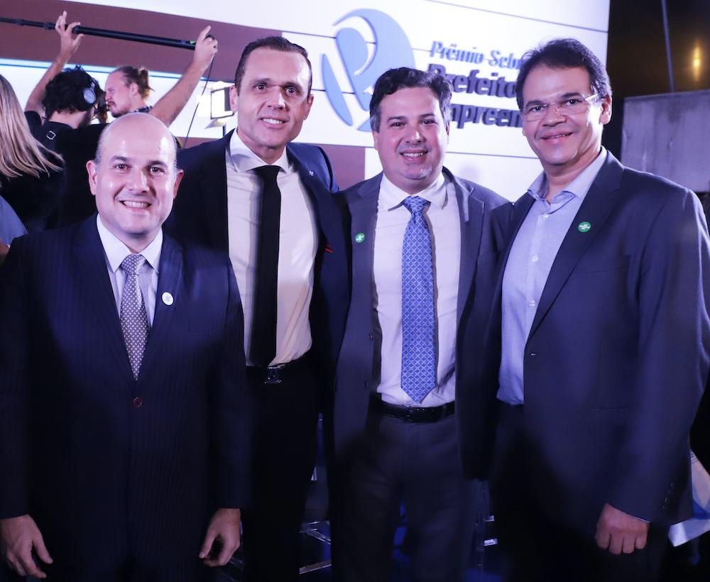 A Com O Prefeito Rc, O Então Secretário Samuel Dias, E O Chefe De Gabinete Do Prefeito Marcelo Pinheiro, Na Sede Do Sebrae Nacional, Por Ocasião Do Prêmio Sebrae Prefeito Empreendedor Em 2019