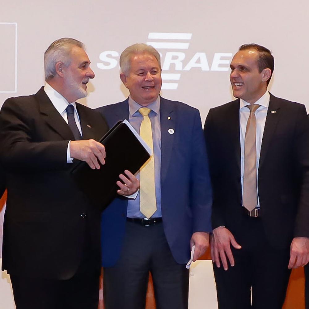 A Com O Presidente Do Banco Do Brasil Rubem Novaes E O Presidente Do Sebrae Carlos Melles, Na Sede Do Sebrae Nacional Em Brasilia, Df Em 2019