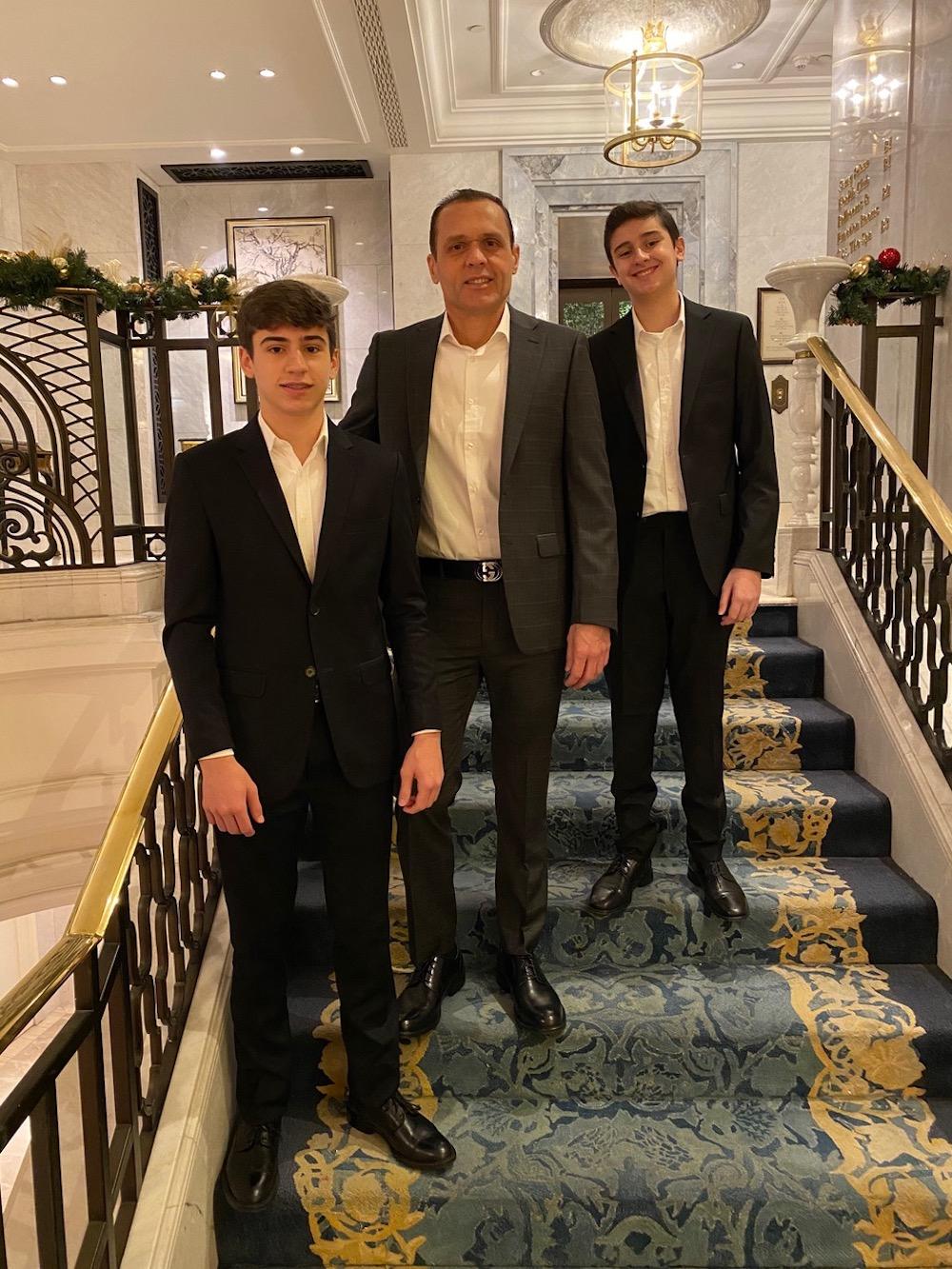 A Com Os Filhos Iago E Caique, Em Istambul, No Hotel Shangri La Em 2020