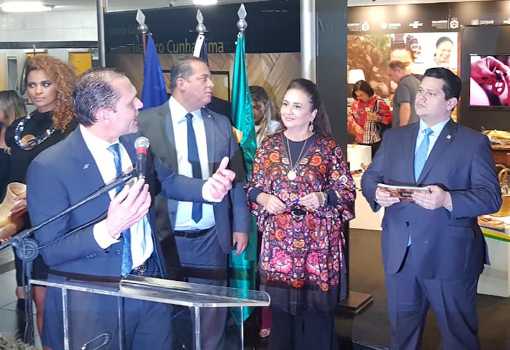 A Com Os Senadores David Alcolumbre Presidente Do Senado E Do Congresso, E Eduardo Gomes, E A Senadora Katia Abreu , Em Evento No Senado Federal, Brasilia Em 2019