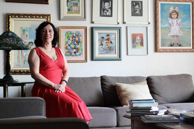 """Angela Gutierrez celebra os 30 anos do livro """"O Mundo de Flora"""" em live nesta quinta-feira (4)"""