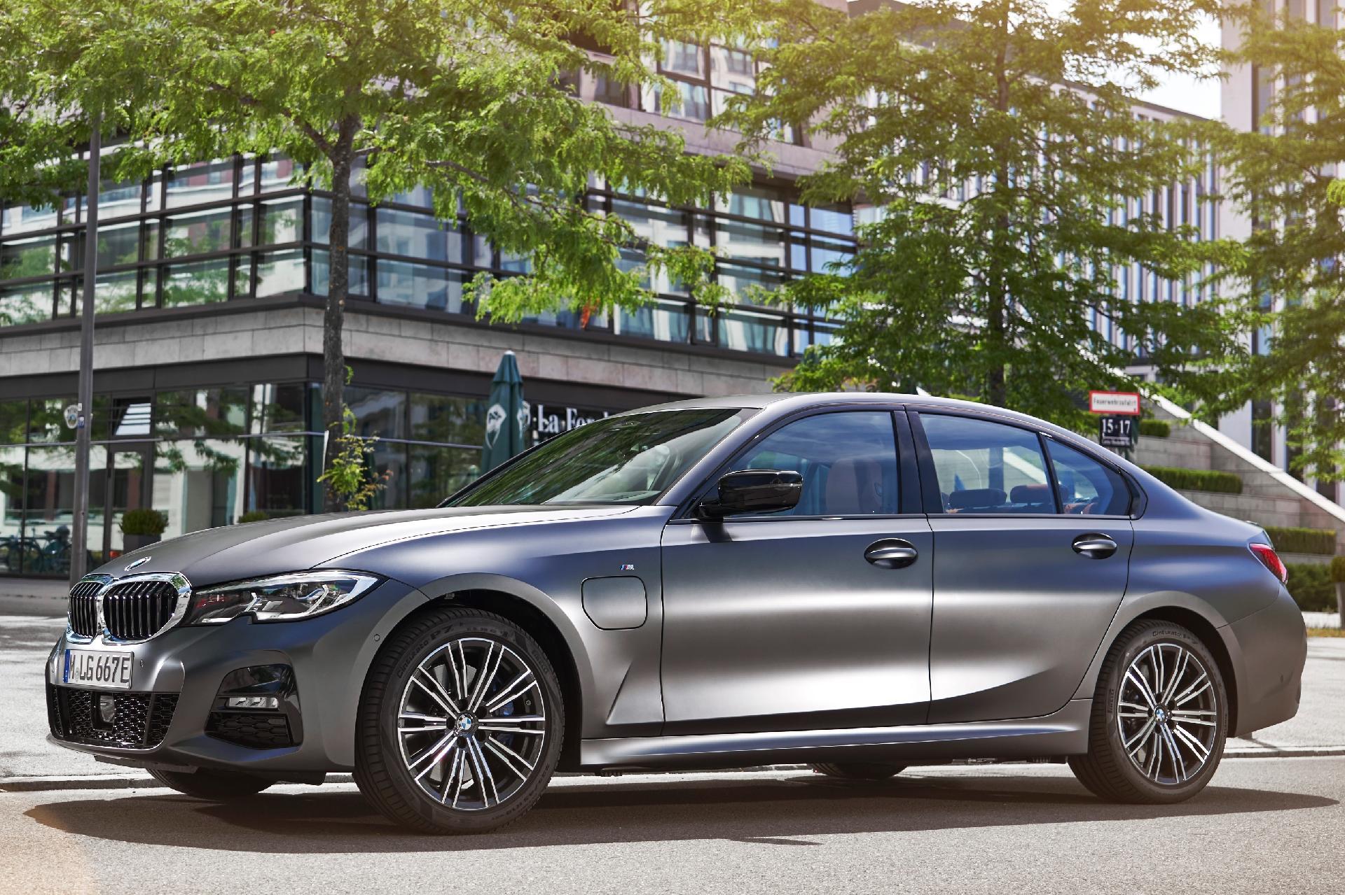 Pelo instagram, Novo BMW 330e M Sport chega ao Brasil em canal de vendas