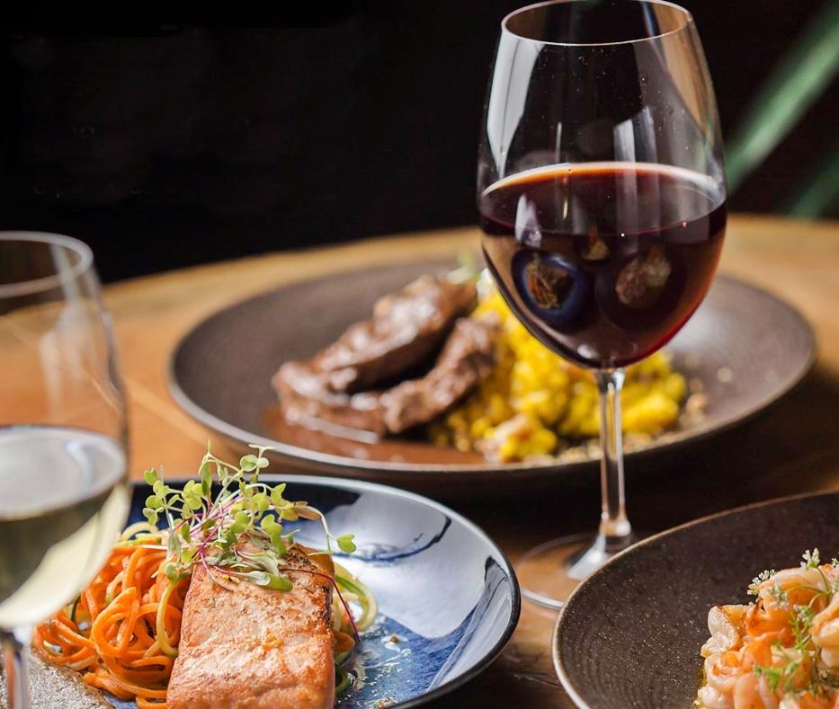 Em clima de romance, restaurantes preparam menus exclusivos para entrega via delivery. Confira!
