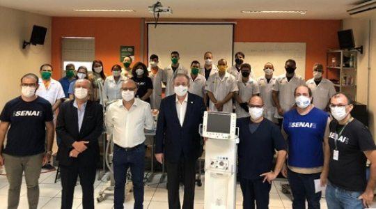 Ricardo Cavalcante visita unidade de recuperação de respiradores do Senai