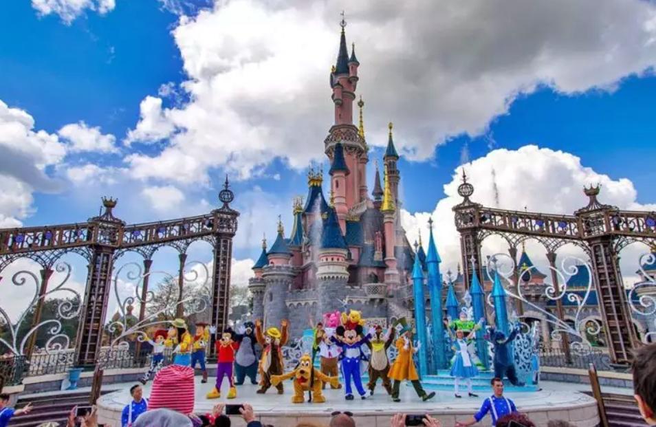 Disneyland Paris reabre em julho de modo gradual