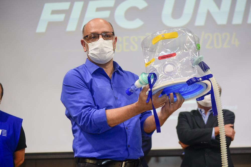 Dr. Marcelo Alcântara Holanda apresenta o Elmo, revolucionário equipamento de respiração assistida, na Fiec