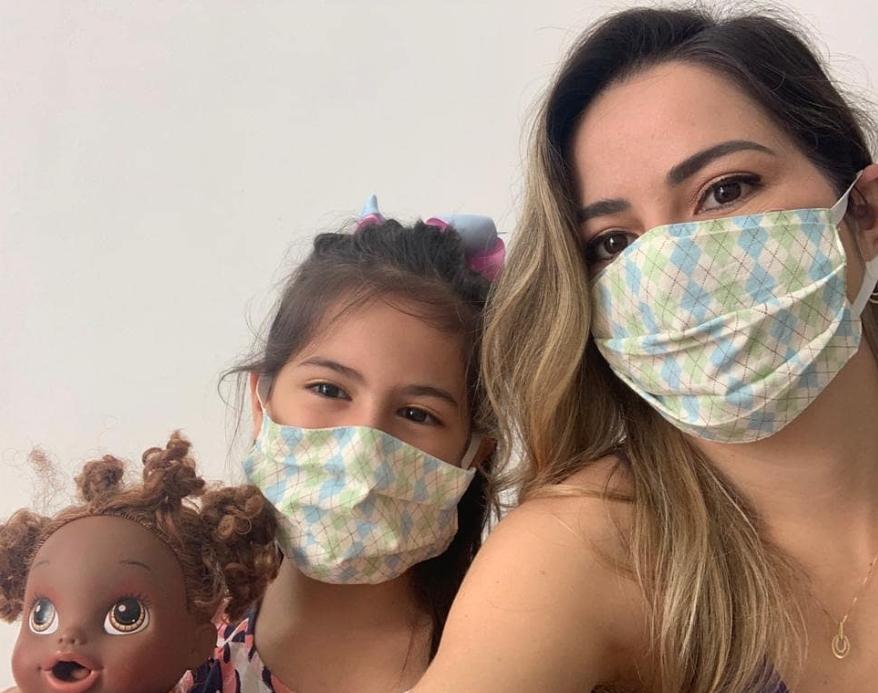 Em post nas redes sociais, Onélia Santana alerta sobre a importância do uso de máscara
