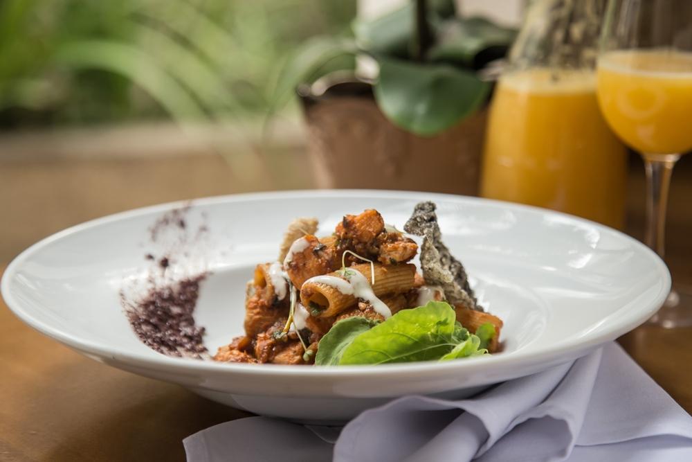 Restaurantes do Grupo Geppos retomam almoço executivo com menu promocional