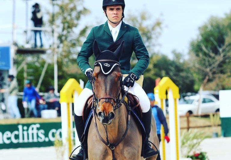 Cavaleiro olímpico Stephan Barcha aterrissa em Fortaleza durante o fim de semana