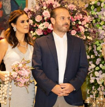 Niedja e Prisco Bezerra celebram suas Bodas de Prata em jantar intimista