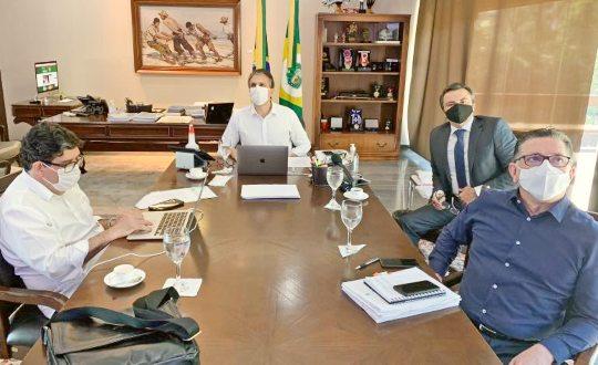 Camilo Santana destaca a chegada de equipamentos de testagem para a Fiocruz