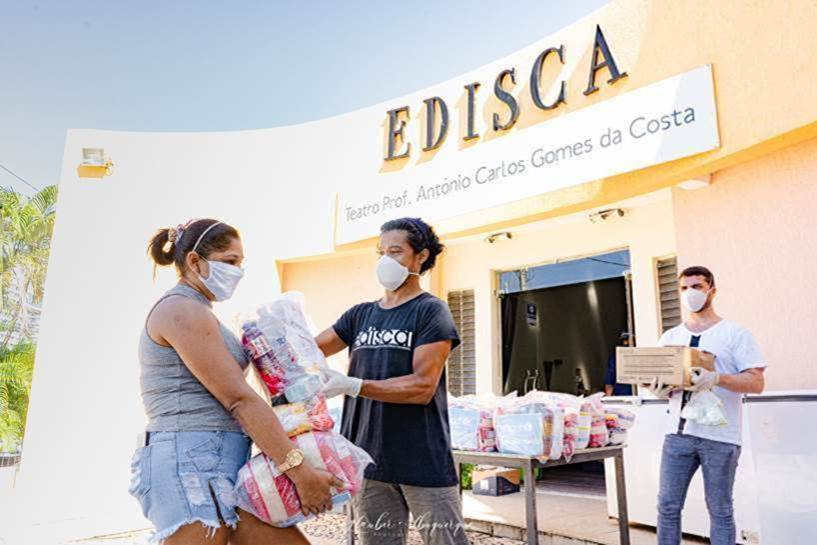 Instituto JCPM entrega doações às famílias atendidas pela Edisca