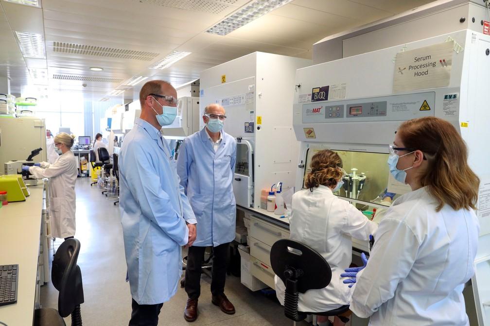 Vacina de Oxford para Covid-19 tem resultados positivos confirmados
