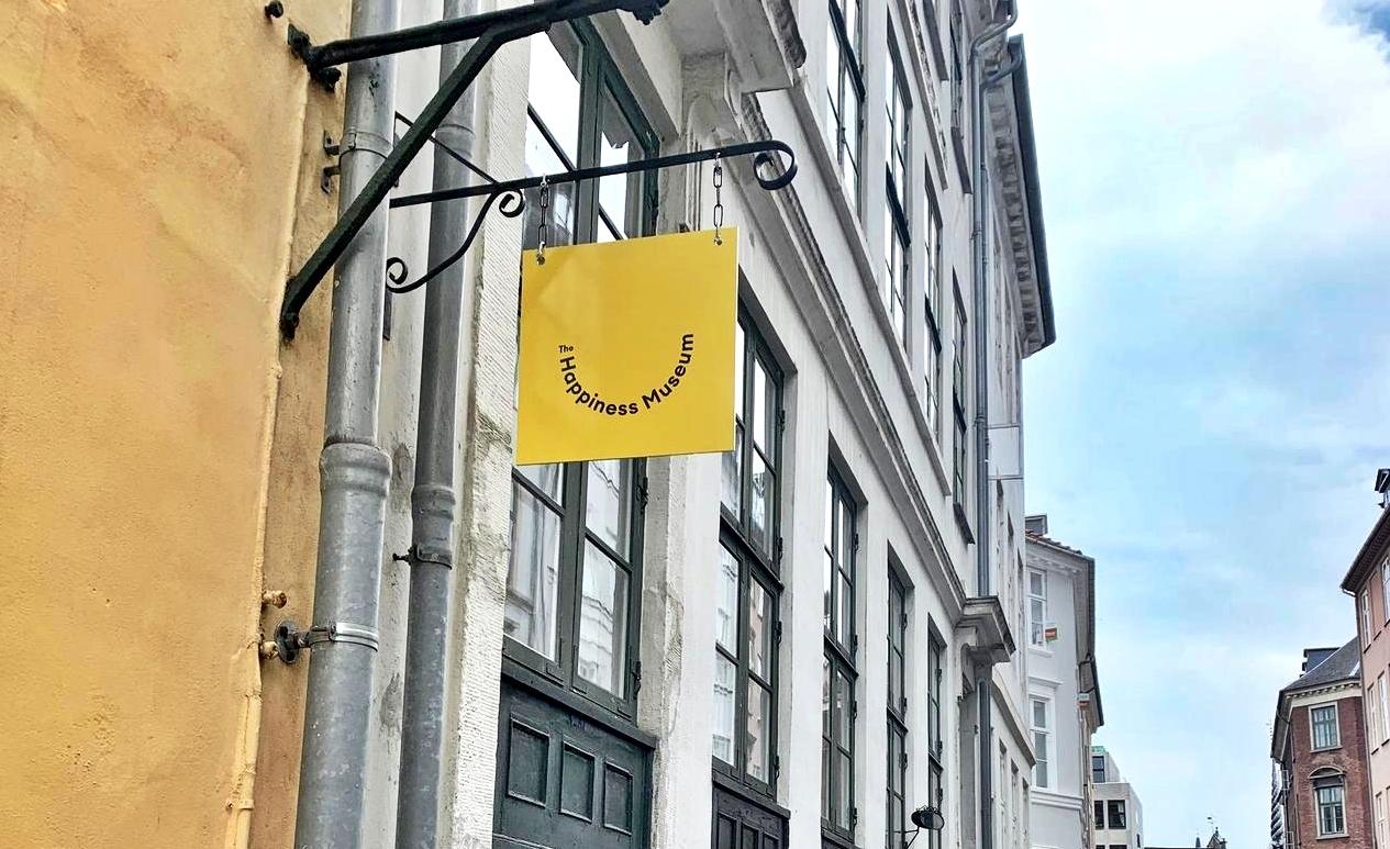 """Dinamarca inaugura primeiro """"Museu da Felicidade"""" do mundo. Vem saber!"""