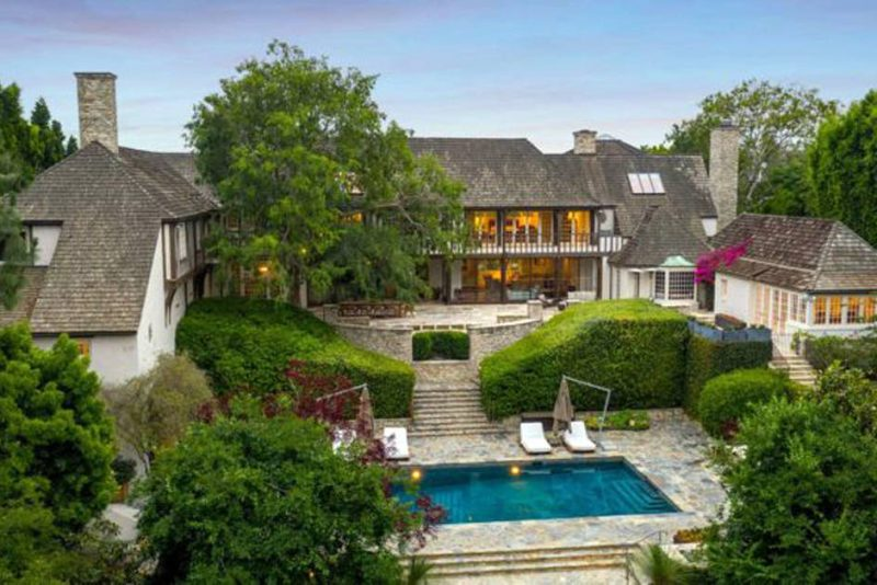Novo dono - Mansão que pertencia a Brad Pitt e Jennifer Aniston é vendida em Beverly Hills