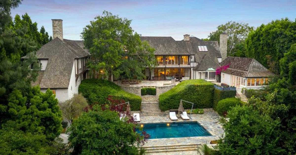 Mansão que pertencia a Brad Pitt e Jennifer Aniston é vendida em Beverly Hills