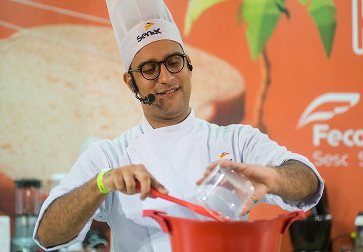Senac Ceará promove ensino de receita italiana com chef Matheus Vieira