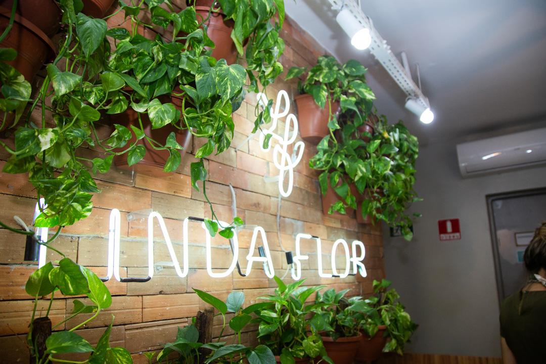 Casa Linda Flor lança cursos de automaquiagem para público selecionado