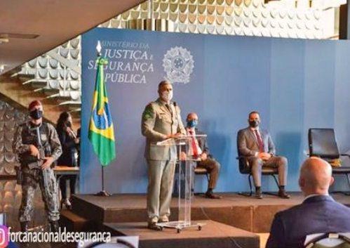 Aginaldo de Oliveira participa da entrega de armas e equipamentos às polícias