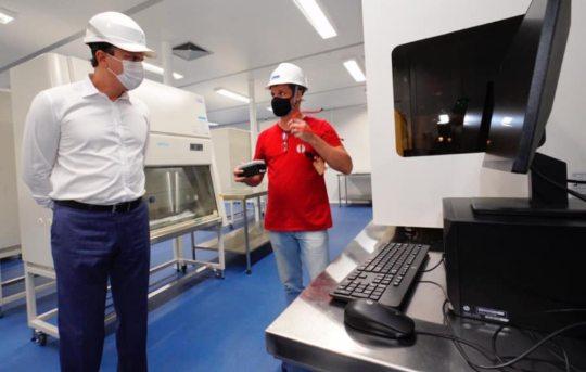 Camilo visita a fase final de implantação da Central Analítica da Fiocruz Ceará