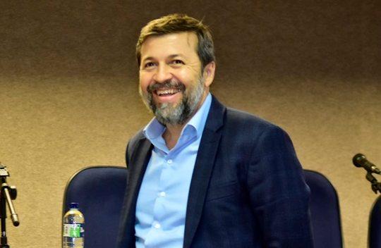 Élcio Batista participará e será mediador de debate com três pré-candidatos
