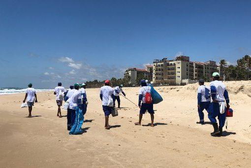 Beach Park coordena e apoia operação de limpeza das praias no Porto das Dunas
