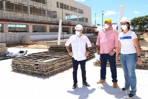 Roberto Cláudio acelera execução de obras em diversas bairros de Fortaleza