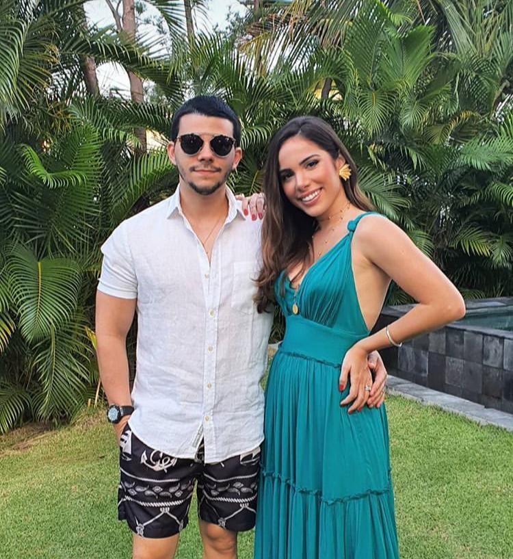 Nicole Vasconcelos e Pedro Paulo Carapeba curtem o weekend na Praia do Forte
