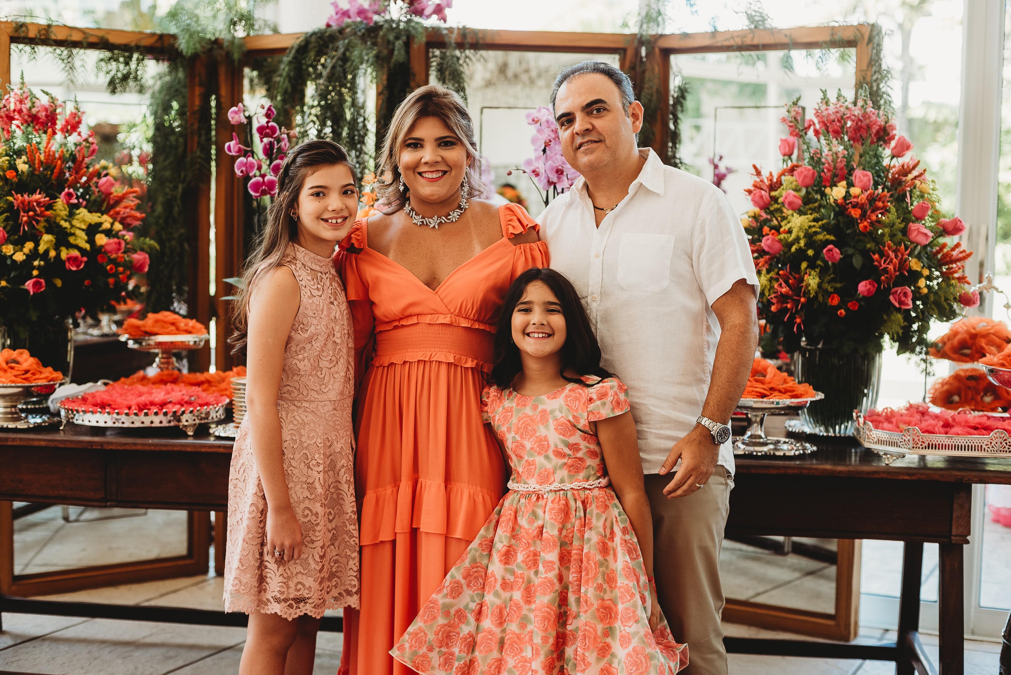 Gisela Vieira brinda seu start nas quatro décadas reunindo apenas os mais íntimos