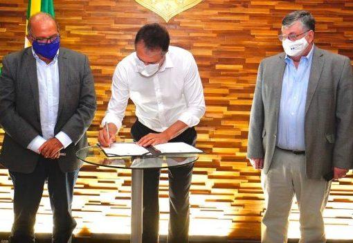 Camilo assina protocolo para construção de uma refinaria no Complexo do Pecém