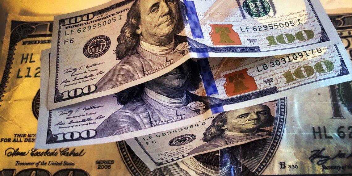 Dólar atinge maior valor desde maio com impasse em programa social