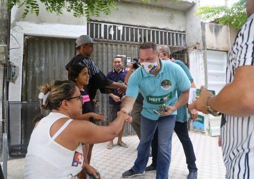 Heitor Freire realiza caminhada pelo Centro de Fortaleza nesta terça-feira