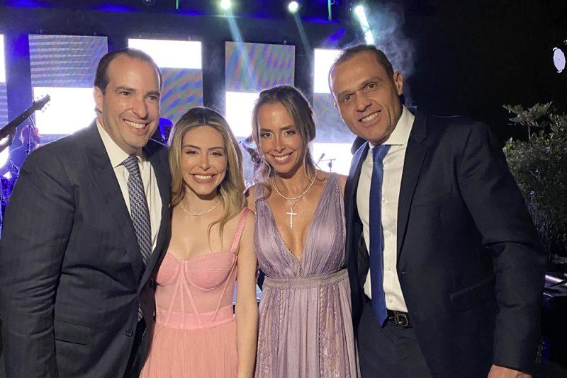 Com uma lista de convidados de peso, Ninna Noronha e Eduardo Oliveira trocam alianças em Brasília