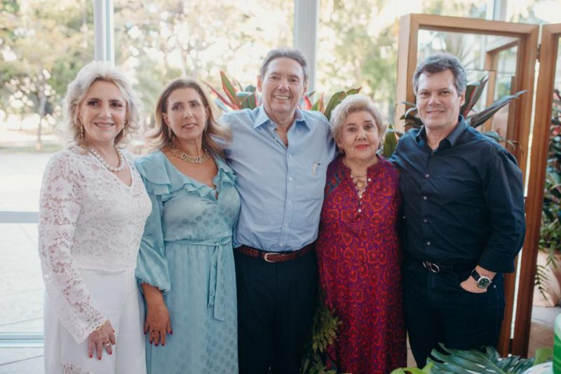 Seis décadas - Ivens Dias Branco Júnior brinda seus 60 anos em clima de petit comité. Confira os clicks!
