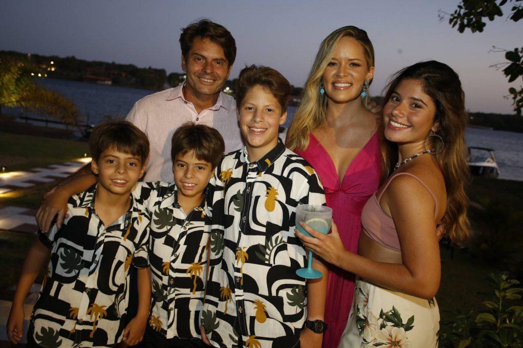 Luiz Carlos, Pietro, Gabriel, Carlos Neto, Mirella E Julia Tome