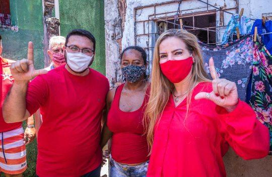 Luizianne Lins dá o start à campanha de rua visitando a região da Vila do Mar