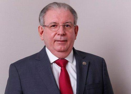 Ricardo Cavalcante entrega Guia Ágil para gerentes e líderes do Sistema FIEC