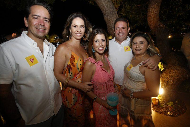 Tripla comemoração - Luiz Carlos, Myrella e Vânia Tomé festejam a troca de idade na Lagoa do Uruaú