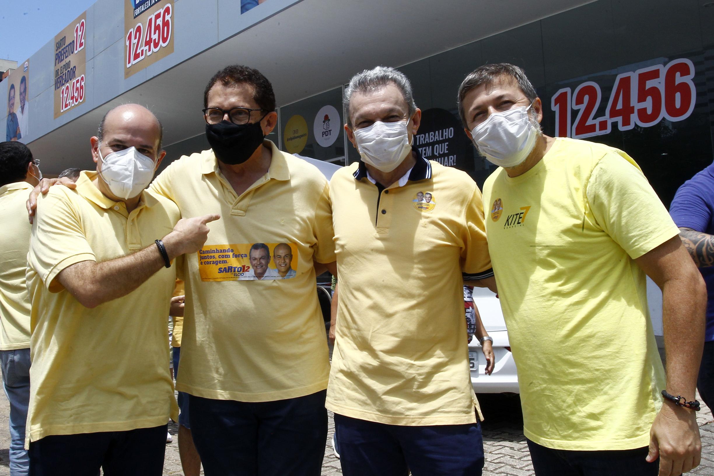Sarto, Élcio e Roberto Cláudio prestigiam a inauguração do comitê de Elpídio Nogueira